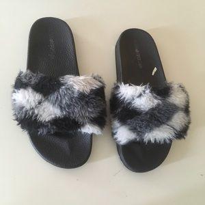 Fuzzy slippers size 7